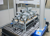 universal testing machine for load tests on shelving systems
